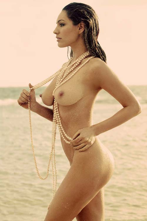 Back To Kelly Brook Naked On The Beach